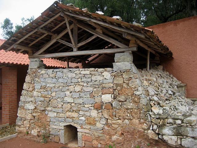 Vila de Alcobertas, medieval communal oven (reconstructed)