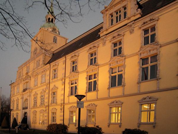OL-Schloss abends
