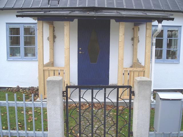 House's mailbox in the spotlight  - Boîte aux lettres en vedette .  Båstad / Sweden, Suède  - 21-10-2008