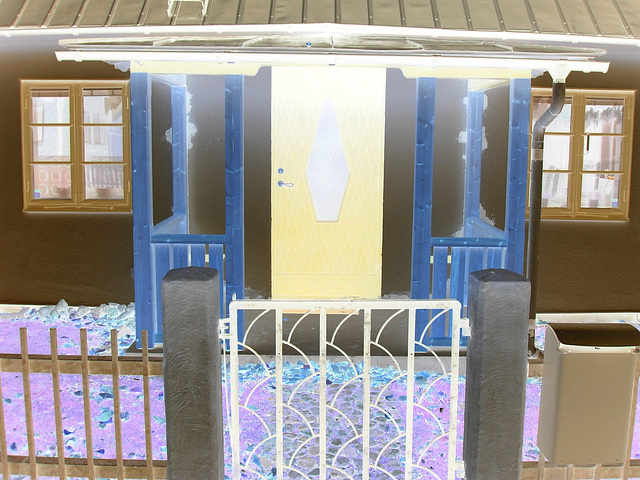 House's mailbox in the spotlight  - Boîte aux lettres en vedette . Båstad / Sweden, Suède  - 21-10-2008 -  Negative effect  /  Effet de négatif avec photofiltre