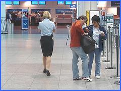 Départ en blonde en talons hauts- Blond departure in high heels- Aéroport PET de Montréal-  Montreal airport- 18 octobre 2008