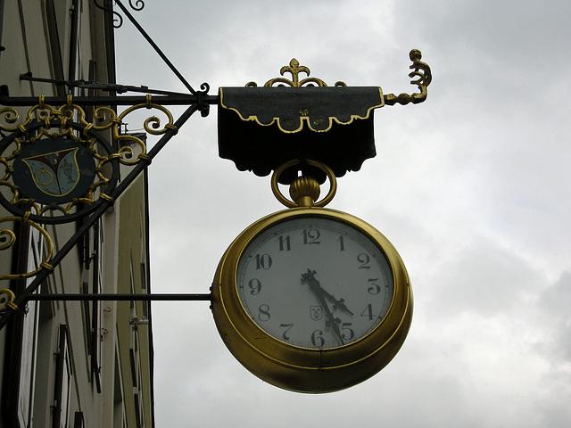 Uhr in Regen