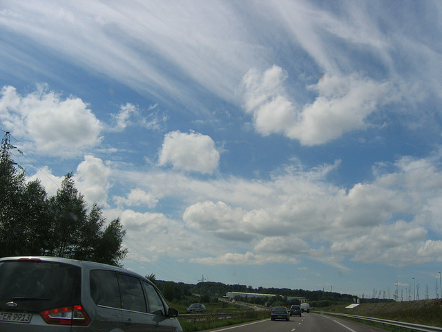 Nuages sur l'autoroute
