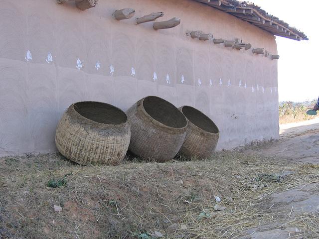 Paniers au mur