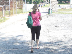 Blonde voluptueuse sur le plat ! Voluptuous sexy young blonde Lady on flats-  Halifax, Canada. Juin 2008.
