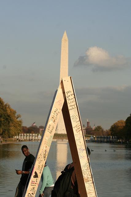 09.ObamaMessageBoard.LincolnMemorial.WDC.7nov08