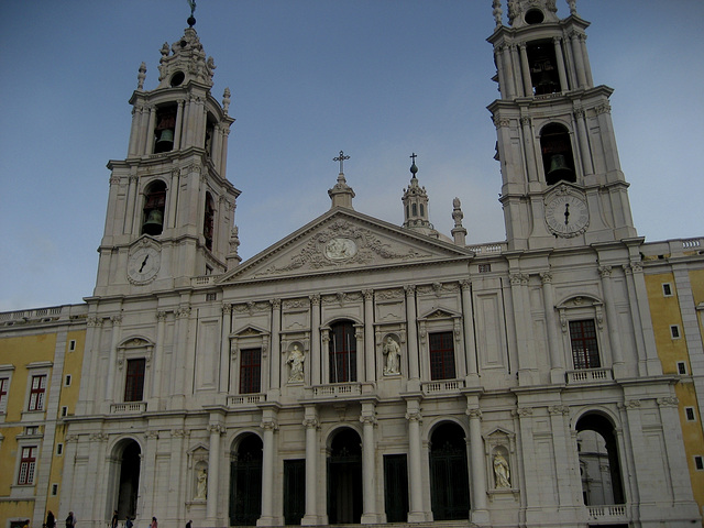 Palace and Convent of Mafra, Basilica, 2 carillons with 92 bells (3)