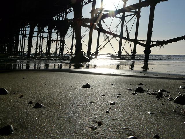 CH Photowalk 10-12-09   Straight Horizon Crooked Pier