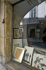 2 hours in Graz - 018 - The reflecting old shop window