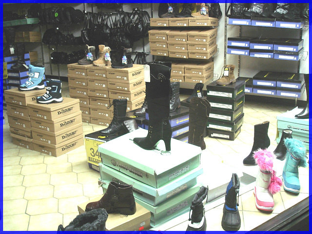 Pitt Chaussures /Pitt Shoes store - Window shopping time !  Lèche-vitrine !