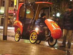 Amsterdam /  Mc Do roulant /  Wheeling  Mc Donald  roulant - Novembre 2007