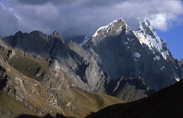 Approaching the Huayhuash