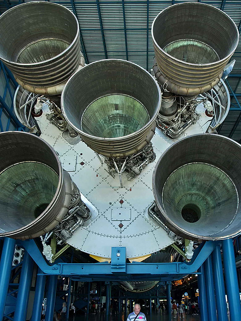P6122000bc Saturn V Lower Stage Boeing F1 Engines