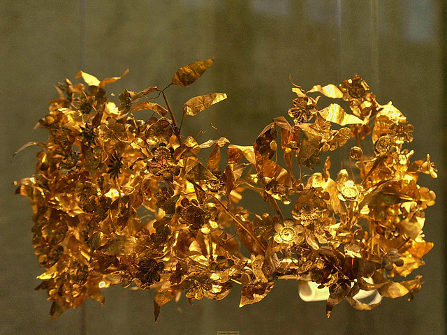 PICT17081ac Gold Wreath of Leaves and Flowers End of 4th B.C.