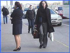 Cheveux frisés et souliers plats / Curly hair and flat shoes