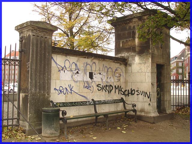 Agressive bench- Banc menaçant- Copenhagen- 20 octobre 2008. D