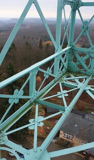 das 38 m hohe Josephskreuz im Südharz