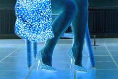 Elsa  - Leopard pumps and outfit with fautless legs - With permission - April 2007. Effet négatif photofiltre