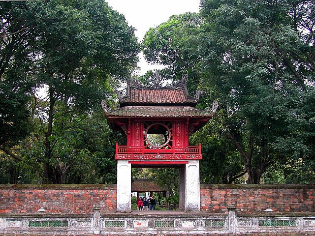 Khuê Văn pavilion to second courtyard