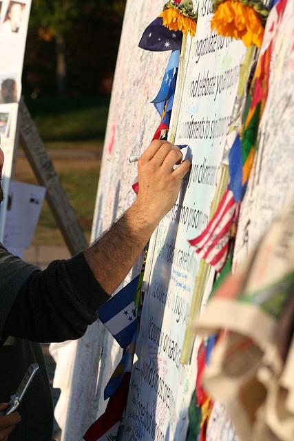 42.ObamaMessageBoard.LincolnMemorial.WDC.7nov08