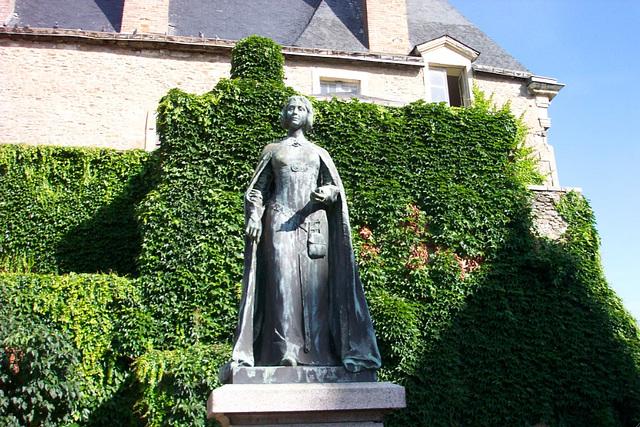 Béatrix de Gâvres, statue à Laval