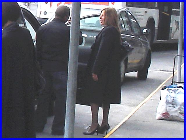 Cravate et escarpins - Tie and black pumps -  Aéroport de Montréal / 18 octobre 2008