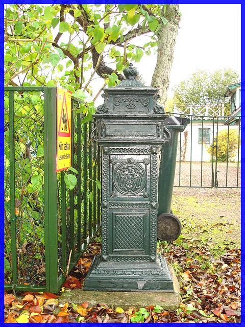 Boîte à courrier Viking / Viking mailbox - Ici le courrier est Roi /  Båstad. Suède