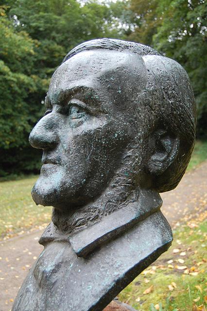 Wagner memkonscia kiel ĉiam, eĉ se pluvas.