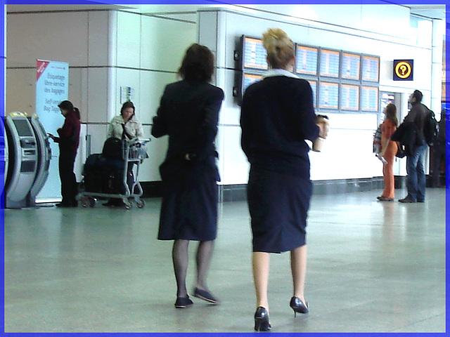Inquiring flight attendants duo- Duo interrogatif- Aéroport de Monrtréal- 18 octobre 2008