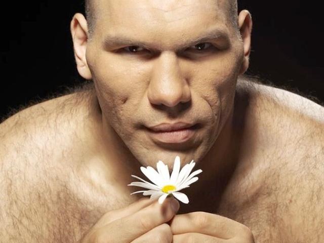 Nikolay Valuev va vous conter fleurette...