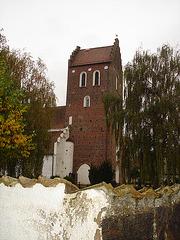 Cimetière et église de Båstad en Suède / Båstad cemetery and chuch in Sweden.
