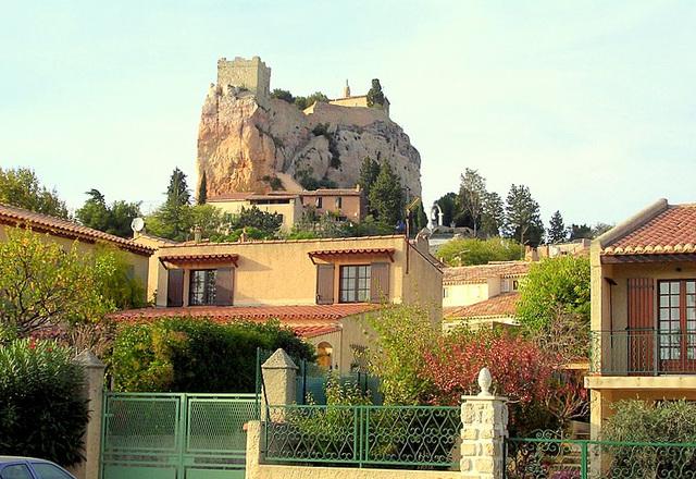 Le rocher: tour sarrazine et chapelle