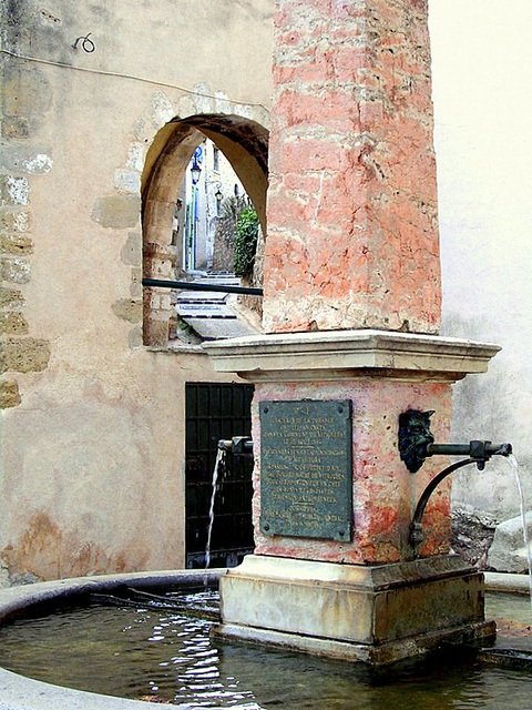 La fontaine- vieux village
