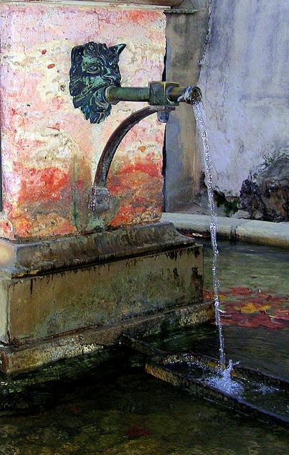 La fontaine - vieux village