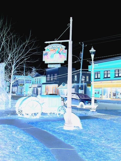 Antiquités / Antiques -  Ormstown  - Québec, Canada.   29 mars 2009 - Photofiltrée en négatif  /  Negative effect