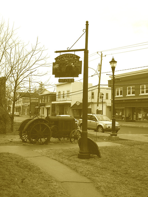 Antiquités / Antiques -  Ormstown  - Québec, Canada.   29 mars 2009 - Sepia