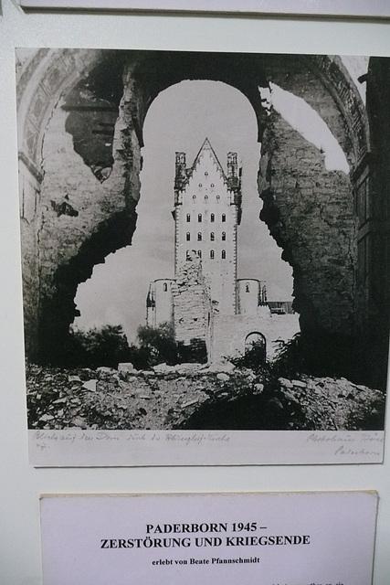 Die zerstörte Abdinghofkirche - 1945