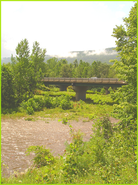 Pont et rivière / Bridge and river - Vermont, USA / Août 2008.