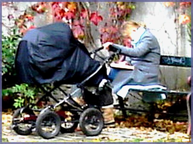 Asleep Mom- Maman endormie- Cimetière de Copenhague-Photofiltre- Tentative de recadrage en  peinture floue - Close-up painting artwork attempt.