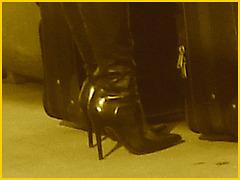 Très séduisante Dame mature en Bottes de Dominatrice - Mature Lady in tremendous Dominatrix Boots- PET Montreal airport / Aéroport de Montréal -  Sepia.