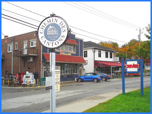 North Hartley - Québec , Canada - 8 octobre 2007 .  Blue PT Cruiser and Crevier gas station sign / Pt Cruiser bleu et enseignes du Québec.