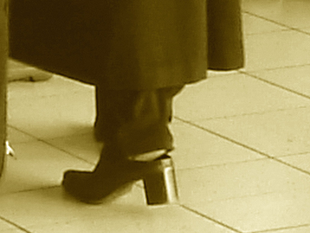 Lady  76 - Chubby black blond Lady in chunky heeled shoes /  Brussels airport - October 19th 2008 - Sepia