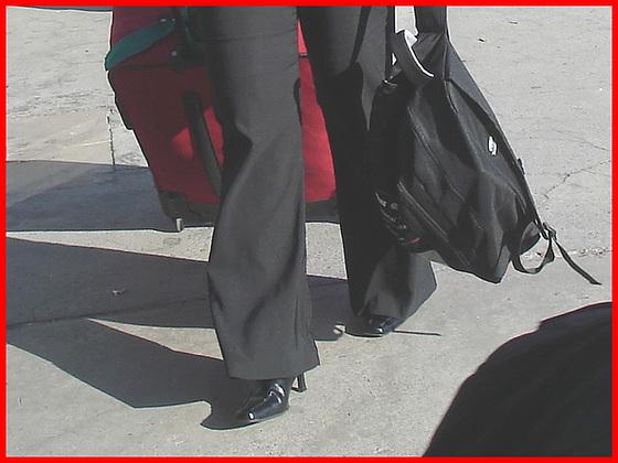 Maturité, Beauté et Bottes à talons hauts- Matury, beauty and High-Heeled Boots - Pet Montreal airport. 18 octobre 2008.