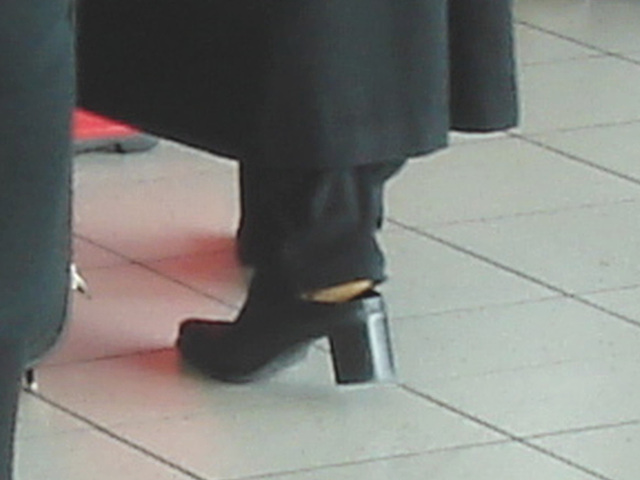 Lady  76 - Chubby black blond Lady in chunky heeled shoes /  Brussels airport - October 19th 2008