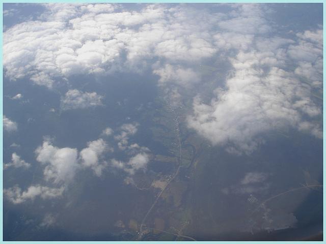 Rimouski, Québec. CANADA / Vue du ciel et du  fleuve en avion / From the aircraft window /  10 août 2007.