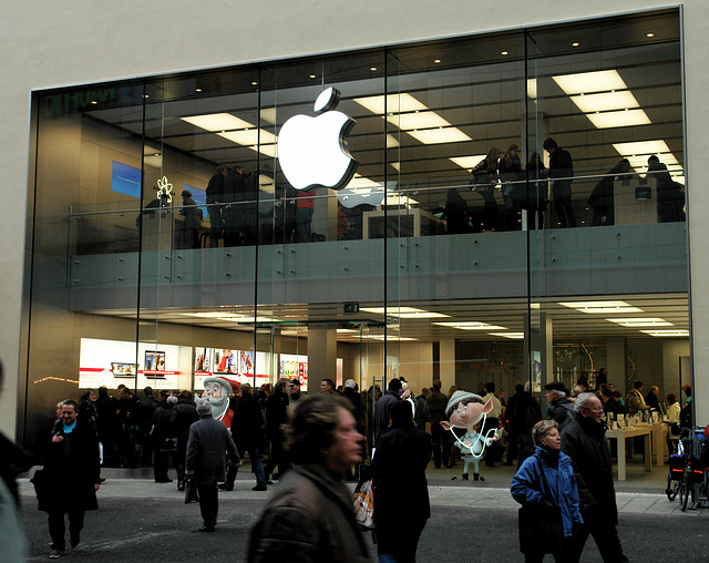 Munich - Germany's First Apple Store