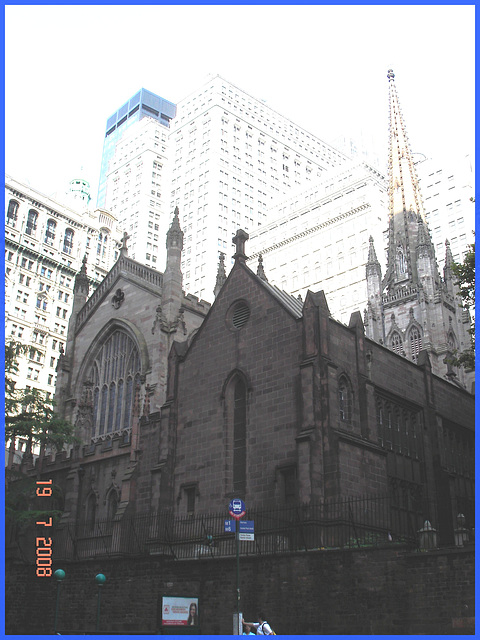 Arrêt d'autobus religieux - -Bus stop and church- New-York City.