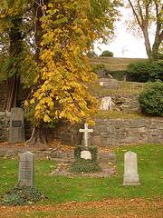 Cimetière de Helsingborg /  Helsingborg cemetery-  Suède / Sweden. - Down the hill. 22 octobre 2008.