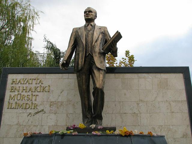 a statue of M. K. Atatürk_2