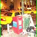 Free !  Légendaires taxis jaunes et déchetterie artistique - Yellow cabs &  garbagescapes. New-York City.